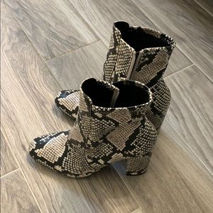 Also Super stylish snake boots